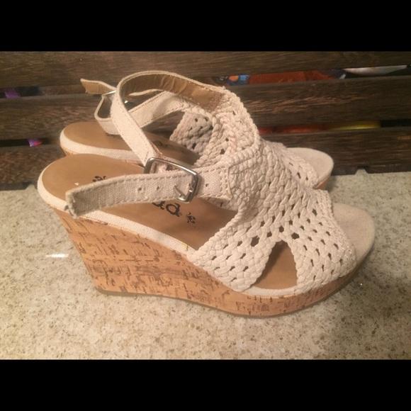 e5beccb78b3 Mudd wedge sandals. M 5a435bdccaab4495db086bd5